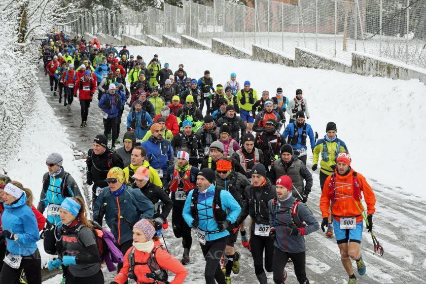 le-depart-dans-le-neige-des-participants-au-trail-du-petit-ballon-(52-km)-a-rouffach-photo-l-alsace-thierry-gachon-1521387094